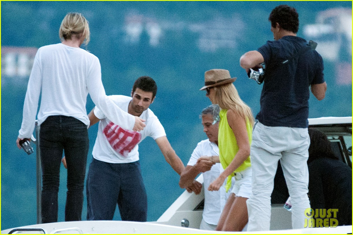 george clooney stacy keibler lake como with friends 042693565