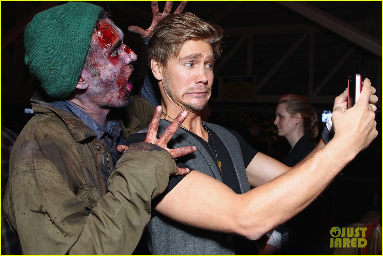 chad michael murray comic con party with kenzie dalton 032687424