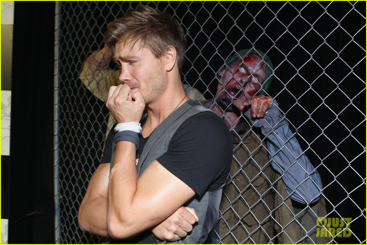 chad michael murray comic con party with kenzie dalton 07