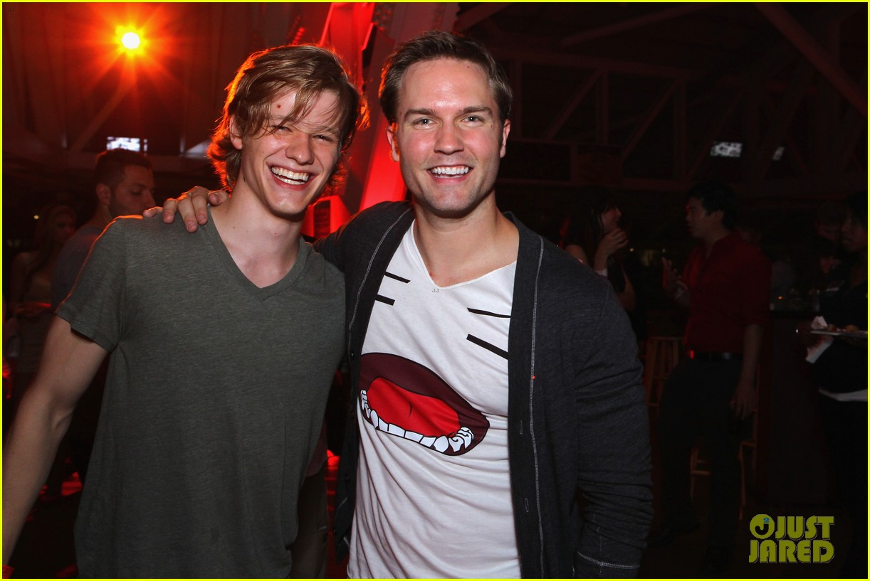 chad michael murray comic con party with kenzie dalton 19