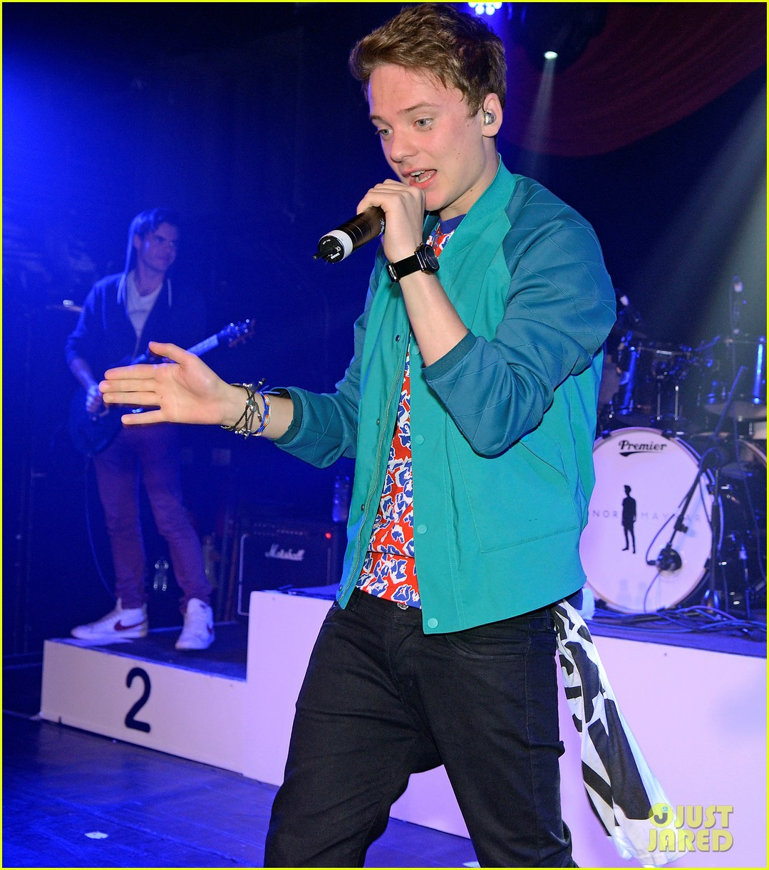 conor maynard gay bar performance 012693731
