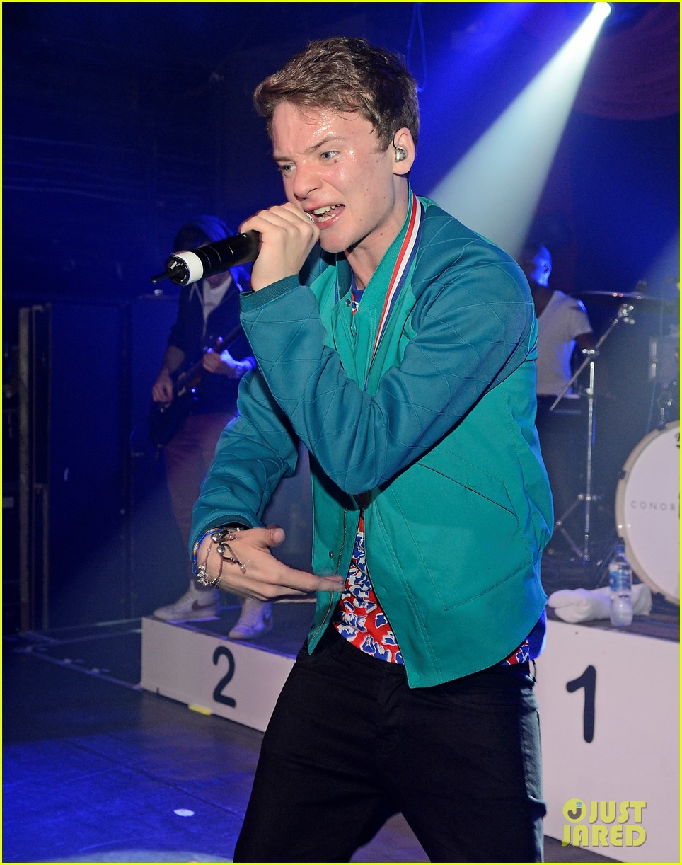 conor maynard gay bar performance 242693754