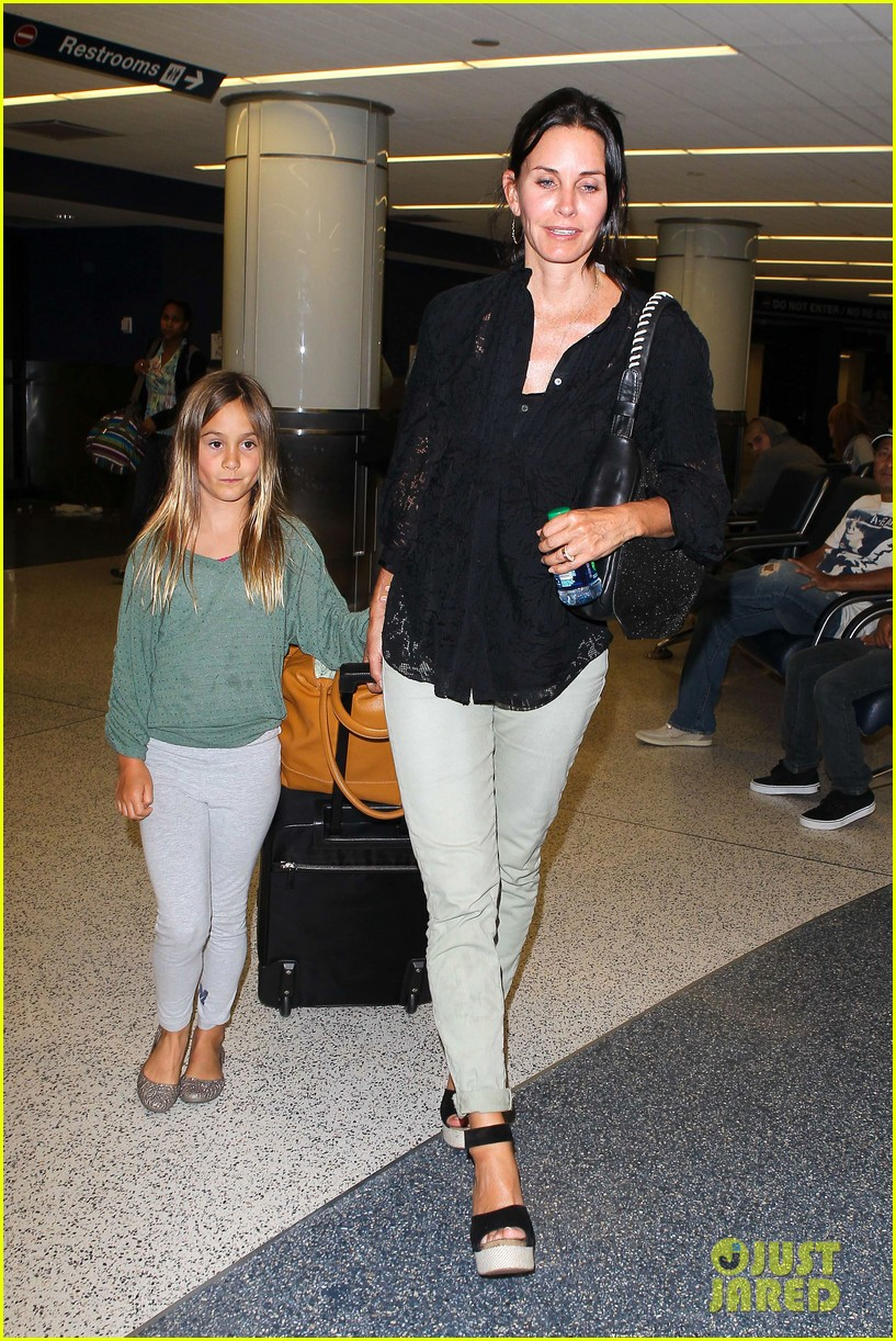 courteney cox coco lax landing 122681808