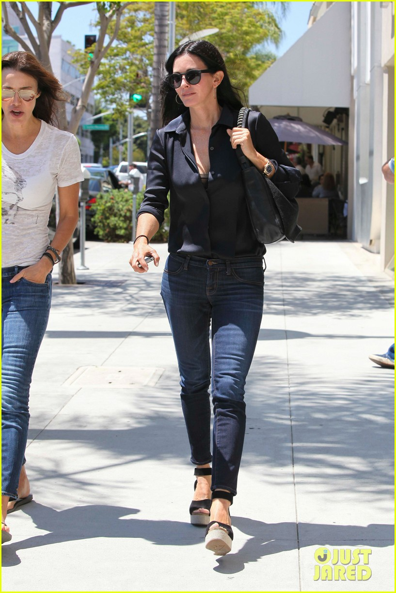 courteney cox lunch with gal pal 03