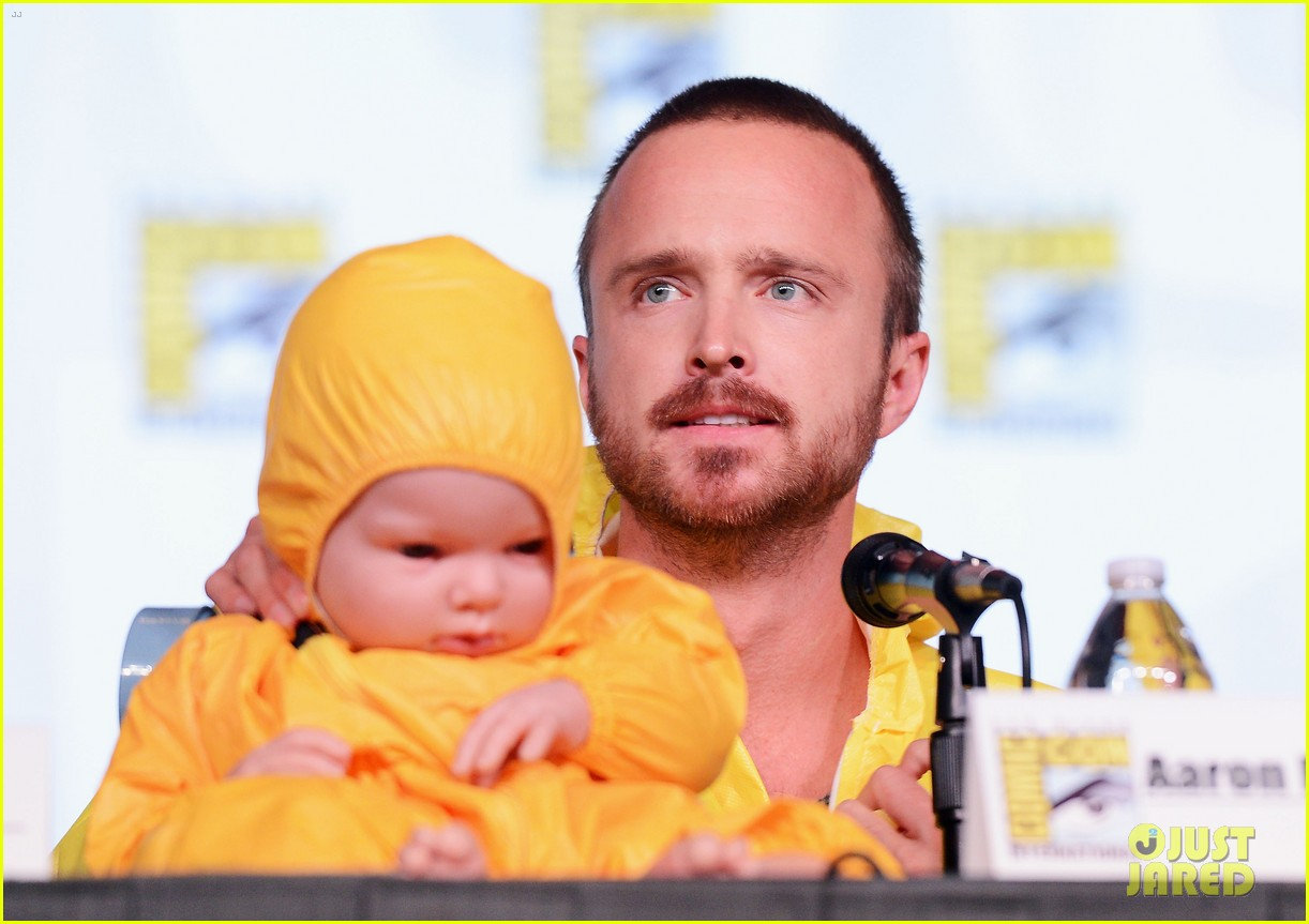 aaron paul bryan cranston breaking bad at comic con 082687581