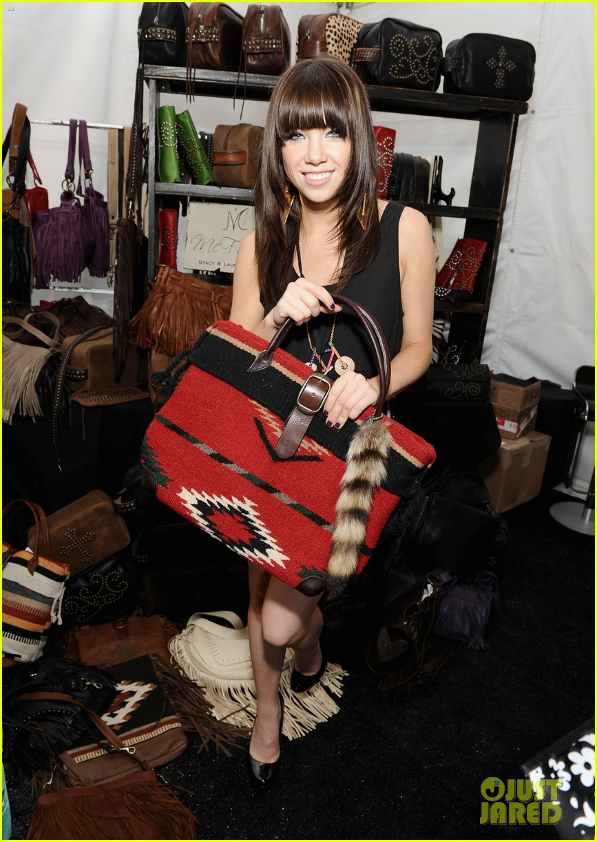 carly rae jepsen katsuya dinner after teen choice win 062691432
