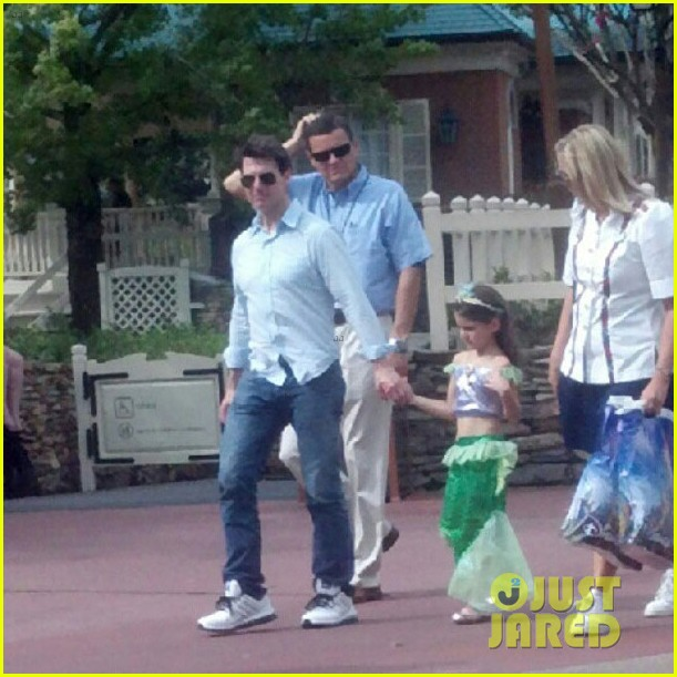 tom cruise disney world with suri