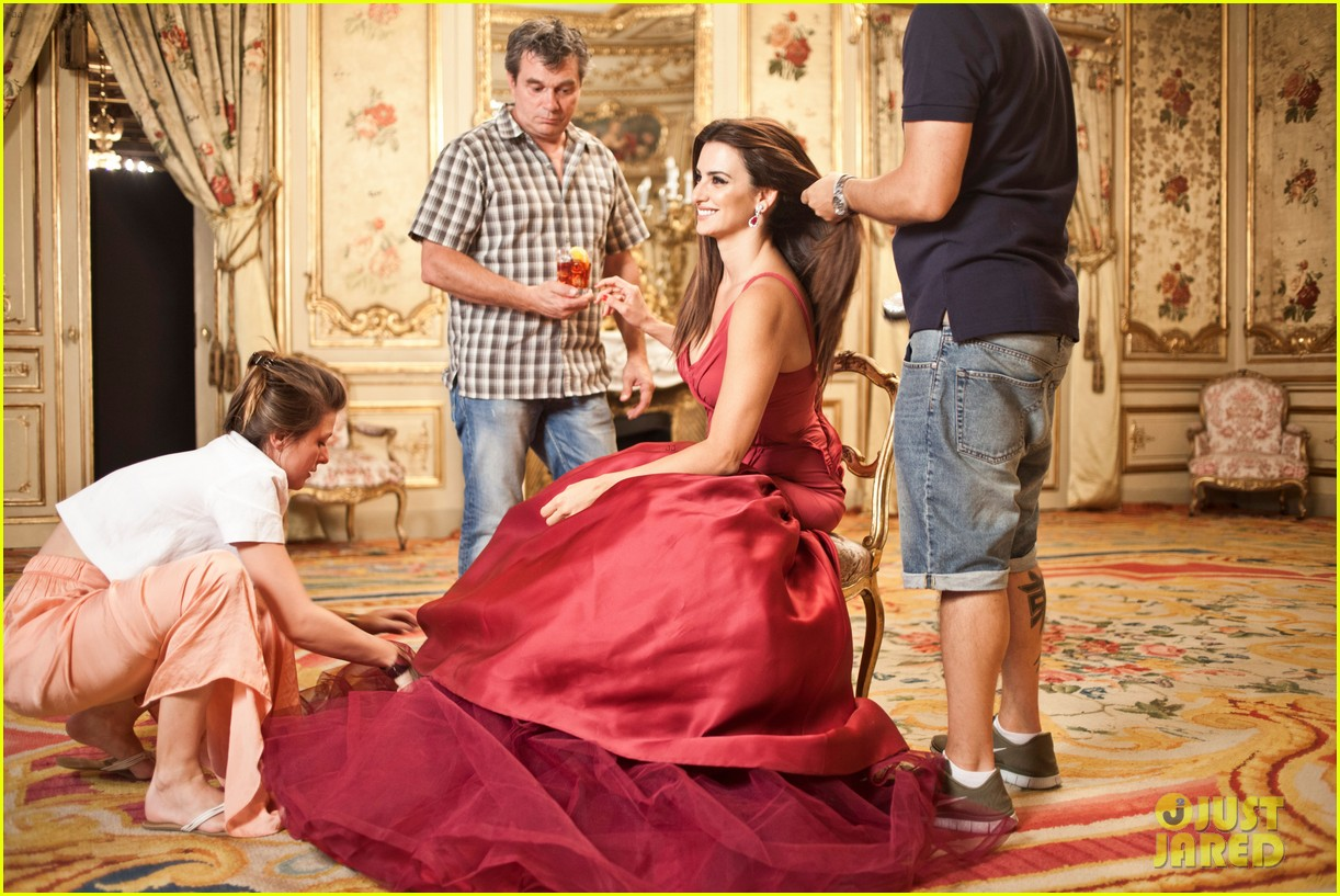 penelope cruz campari calendar shoot behind the scenes pics 012694917