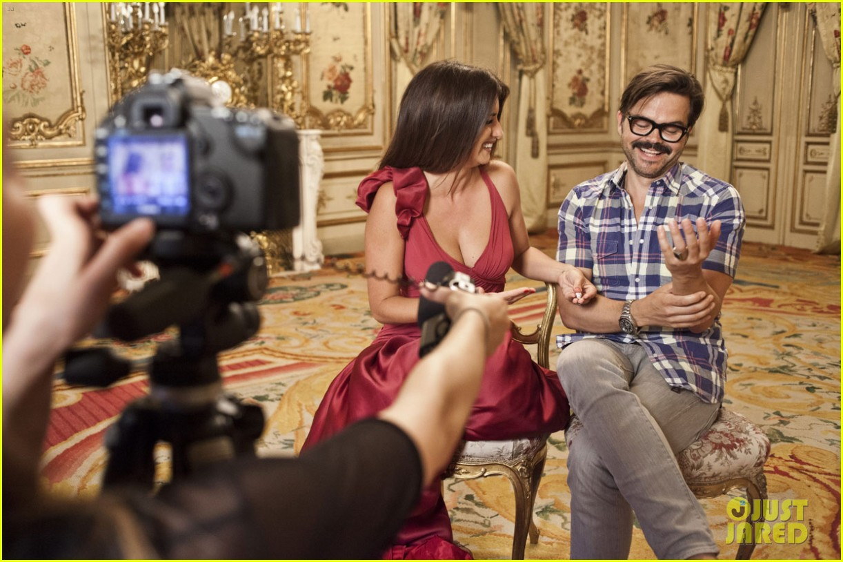 penelope cruz campari calendar shoot behind the scenes pics 03