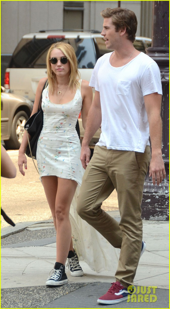 miley cyrus liam hemsworth capital grille lunch date 052689177
