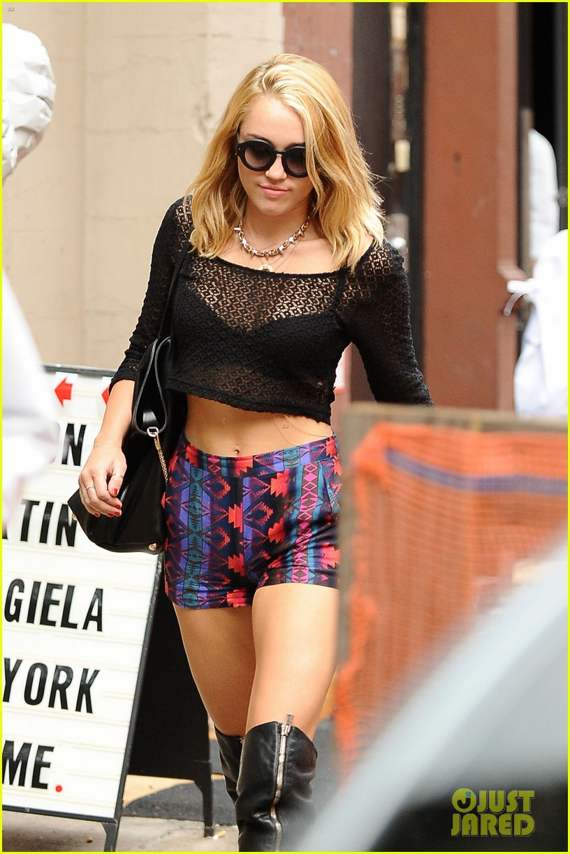 miley cyrus shops in nyc liam hemsworth films in philly 032691369