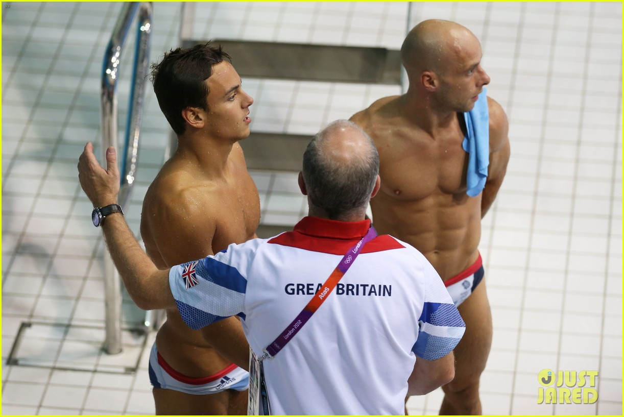 british diver tom daley misses out on olympic medal 182694285
