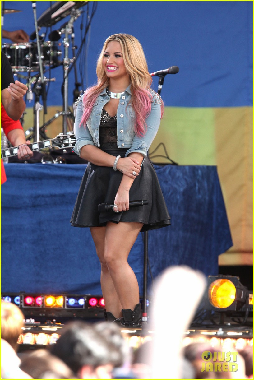 Full Sized Photo Of Demi Lovato Summer Concert Series 03
