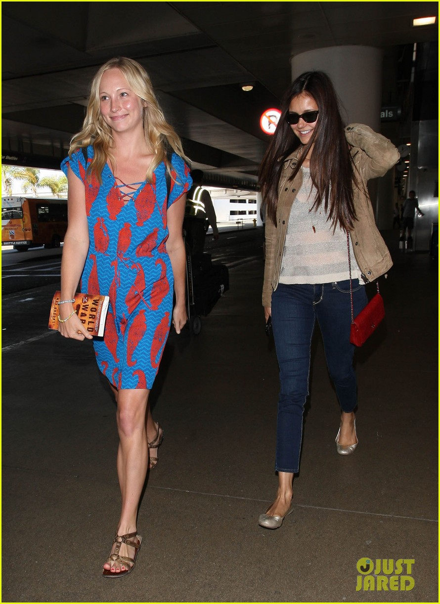 vampire diaries cast landing at lax 01