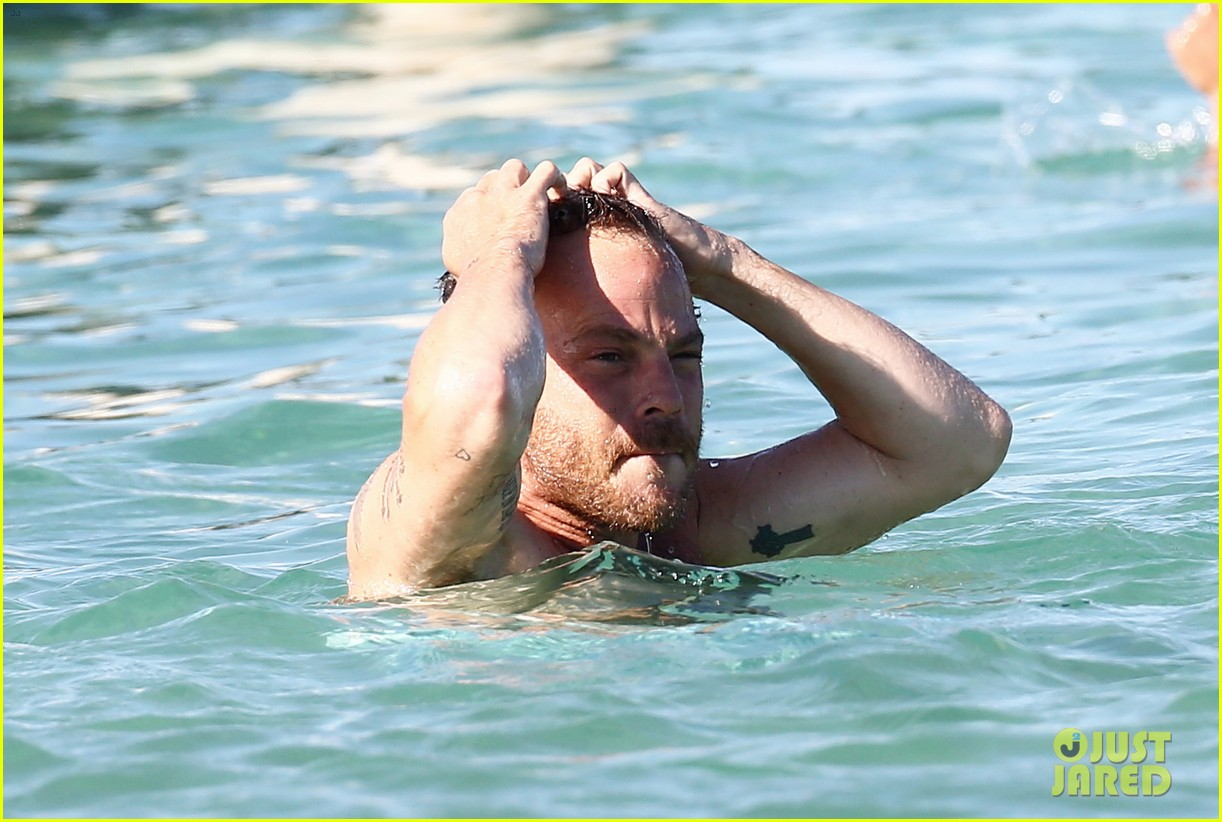shirtless stephen dorff vacations with tara reid 022684978