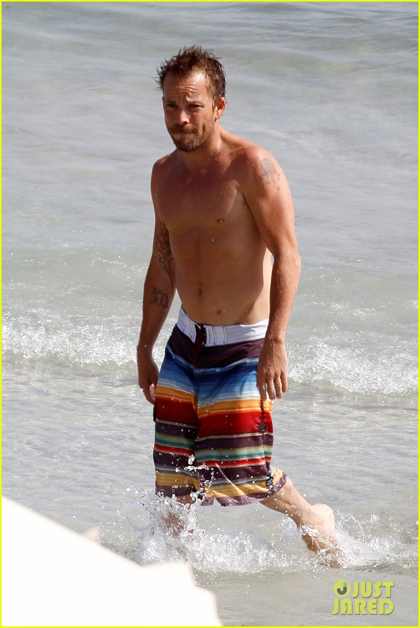 stephen dorff shirtless in spain 012686609
