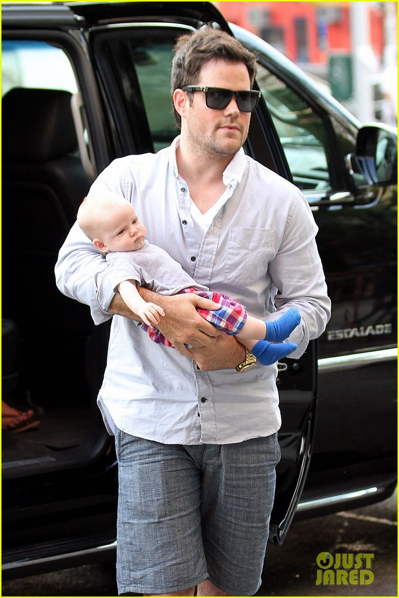 hilary duff new york dinner with baby luca 082688217