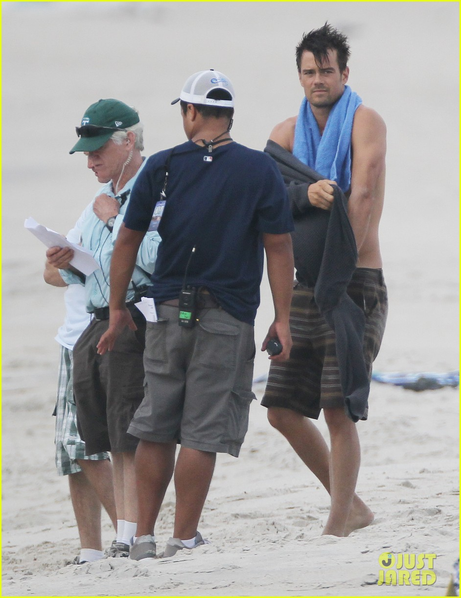 josh duhamel shirtless beach filming 052694550