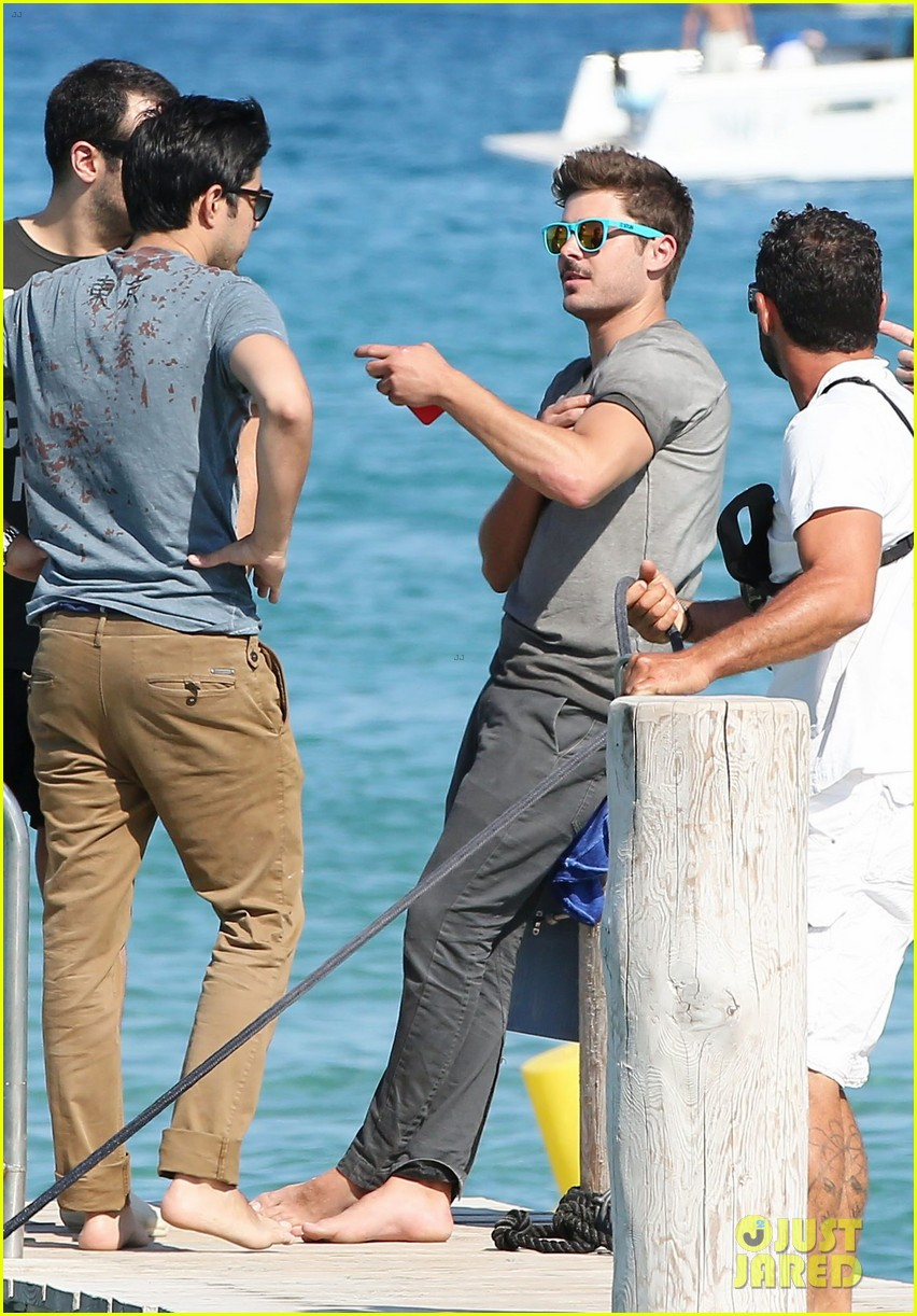 zac efron shirtless july 4 saint tropez 15