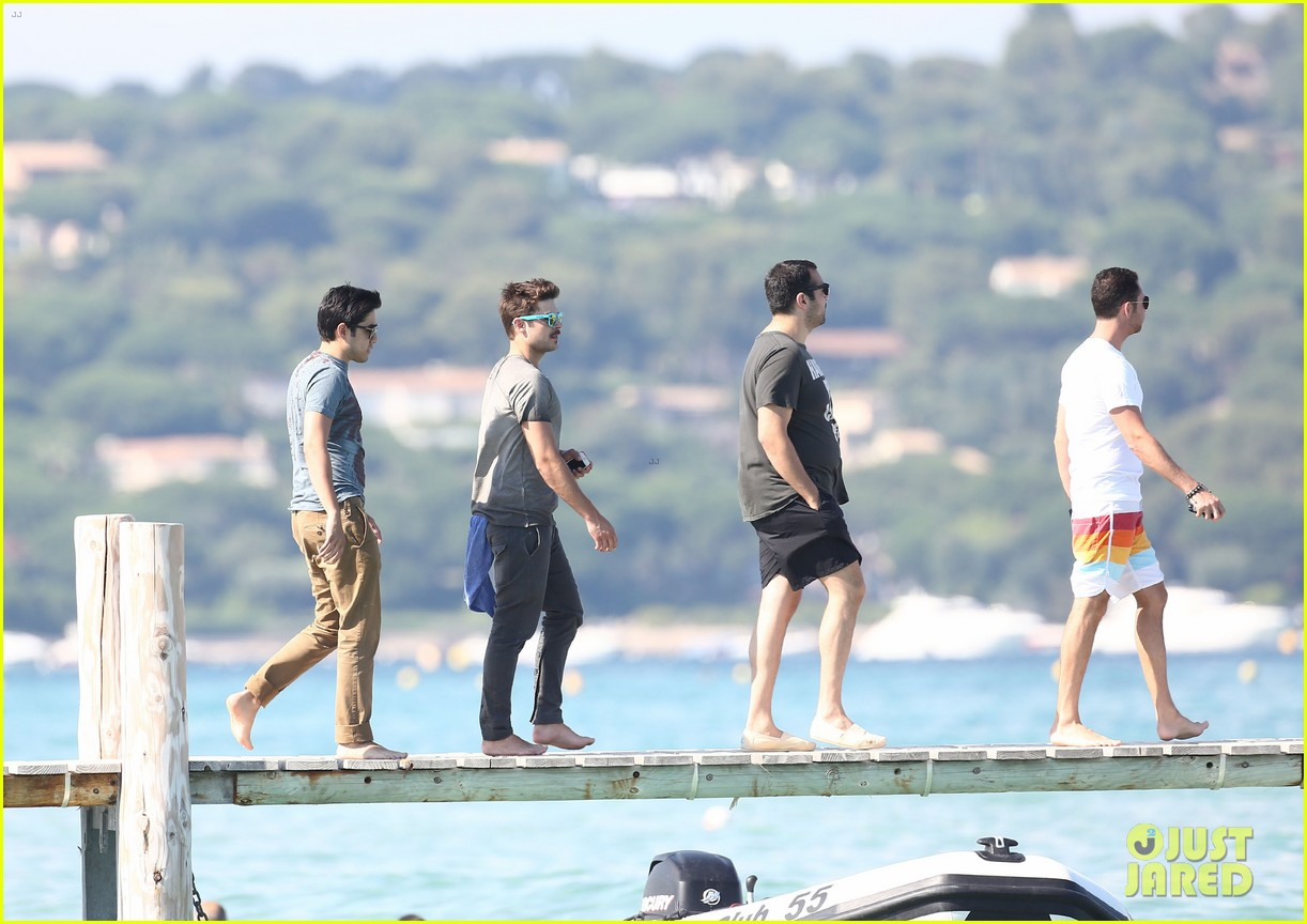 zac efron shirtless july 4 saint tropez 242683198