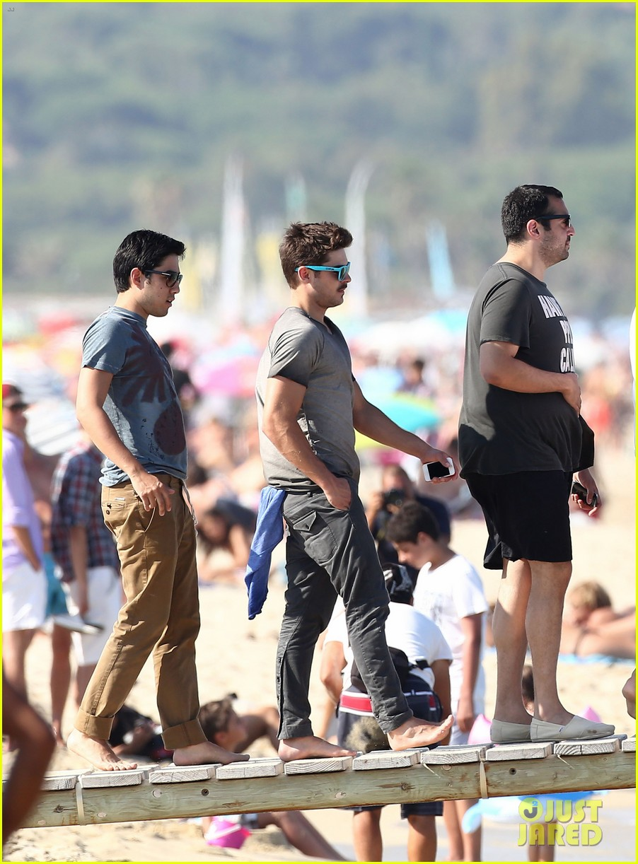 zac efron shirtless july 4 saint tropez 28