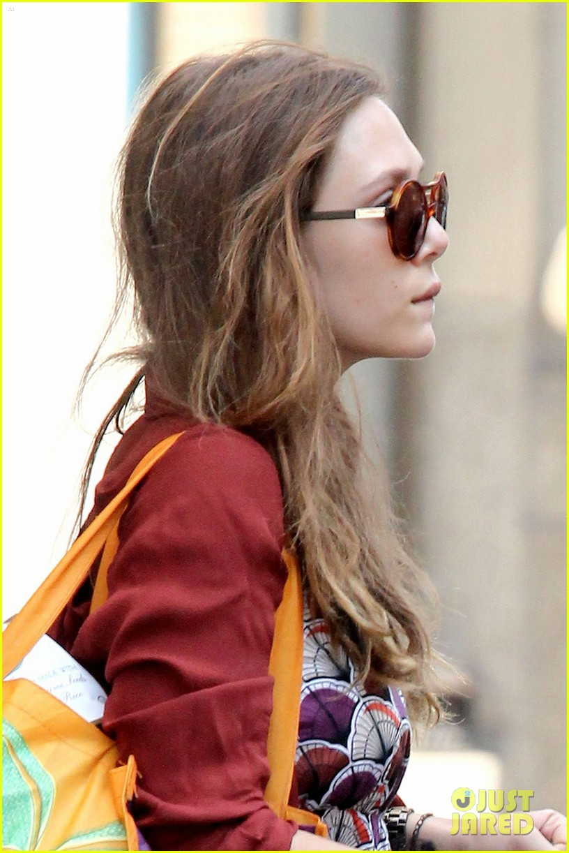 elizabeth olsen whole foods shopper 032684803