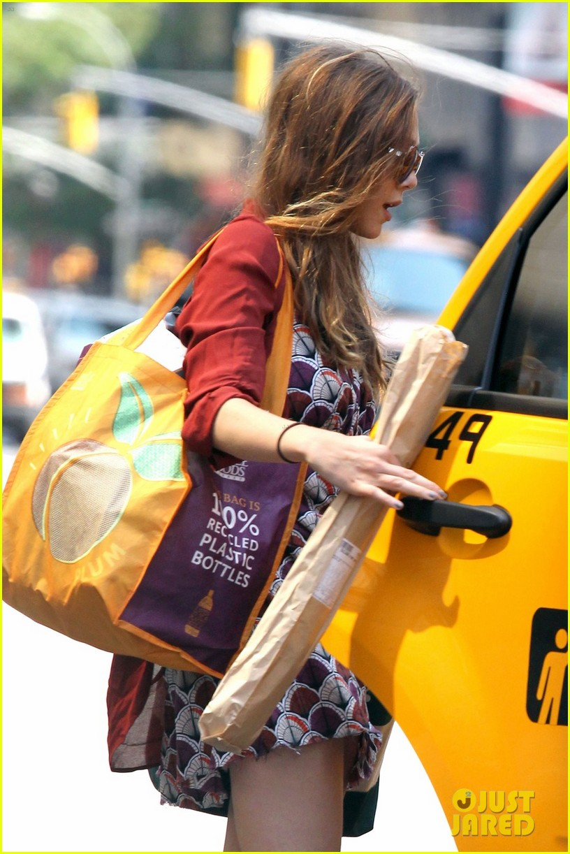 elizabeth olsen whole foods shopper 042684804