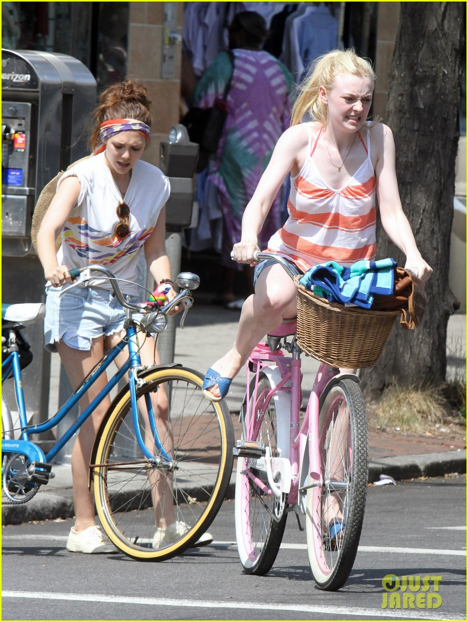 dakota fanning elizabeth olsen big apple bicycles 162683791