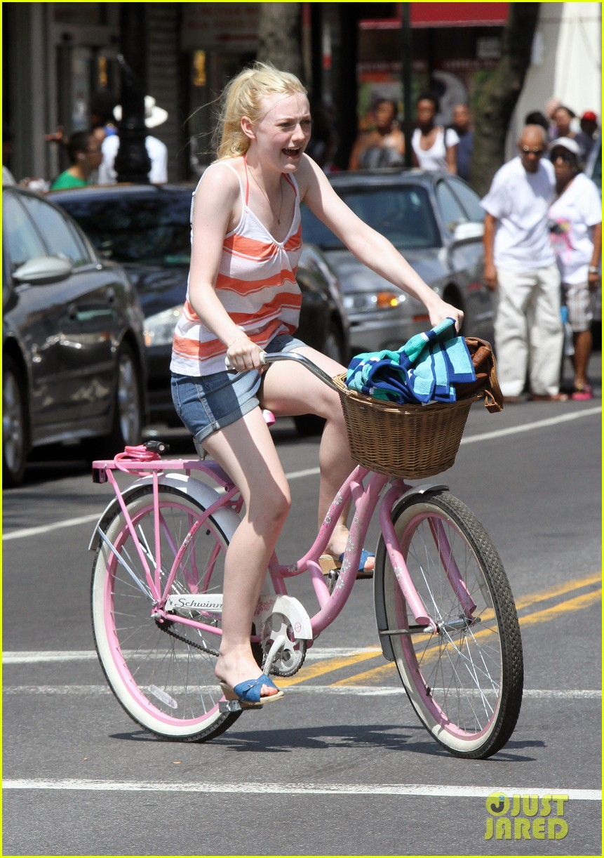dakota fanning elizabeth olsen big apple bicycles 22