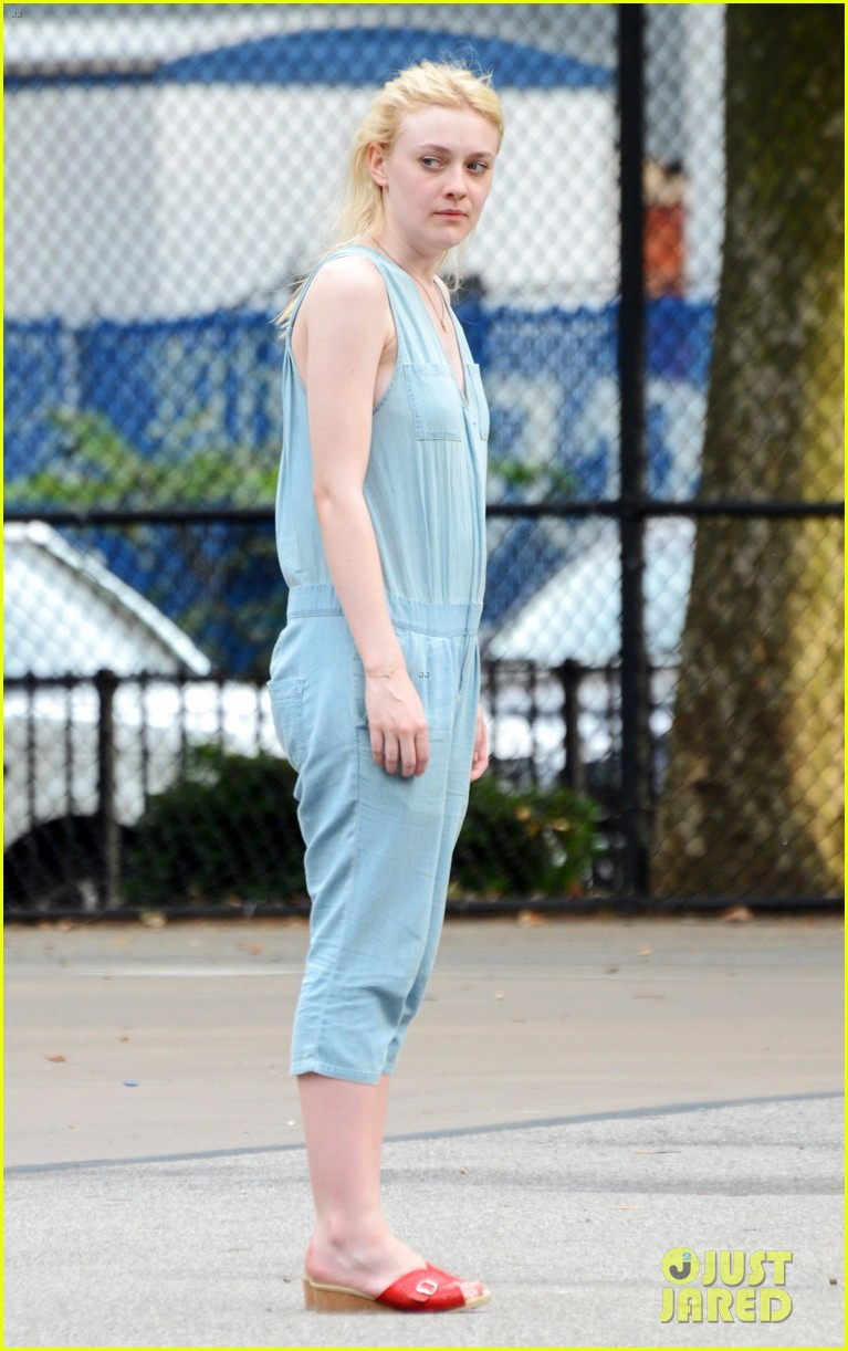dakota fanning very good girls boyd holbrook 02