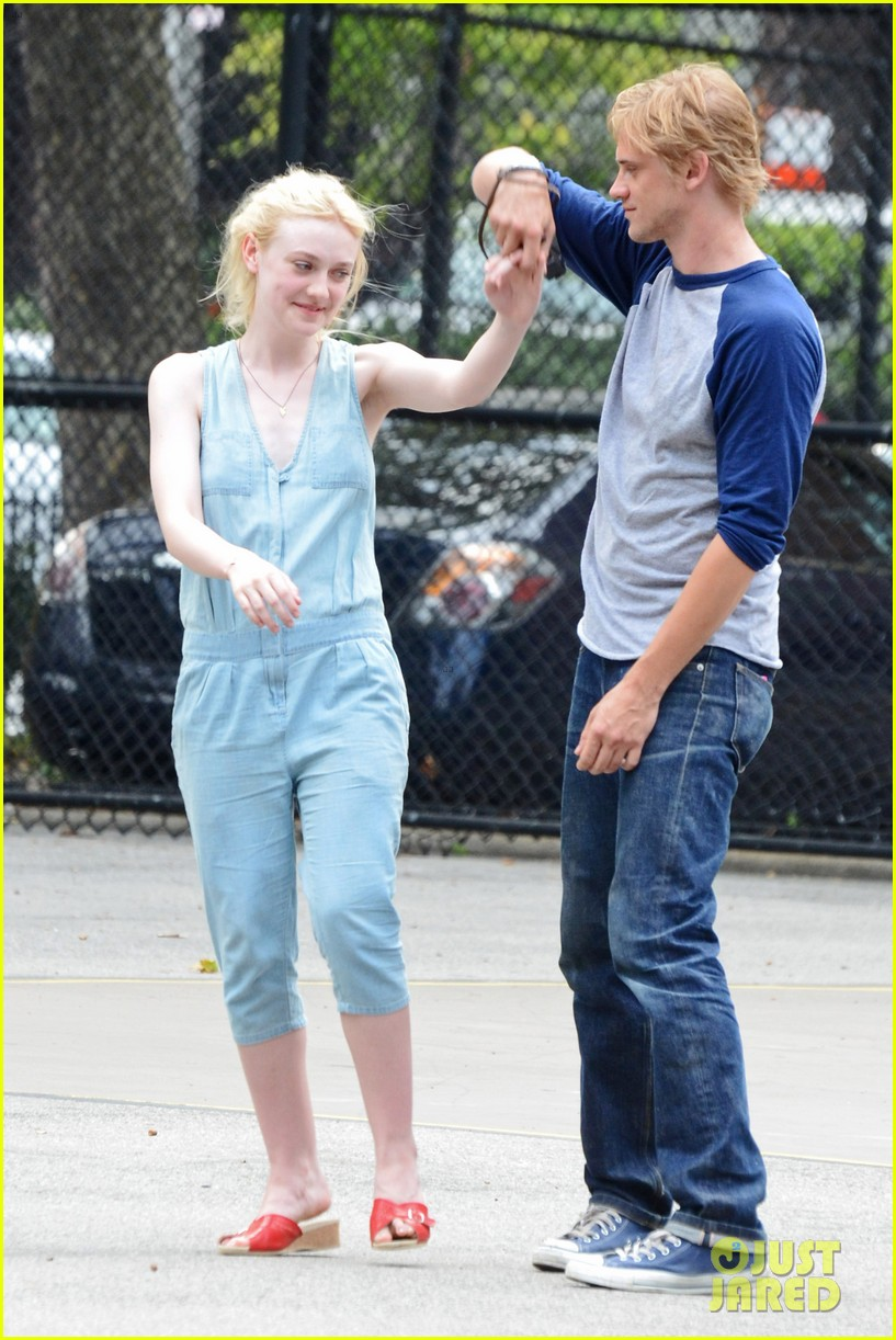 dakota fanning very good girls boyd holbrook 142683255