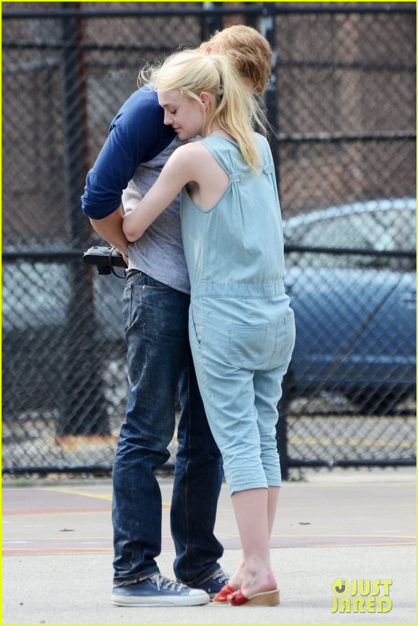dakota fanning very good girls boyd holbrook 162683257