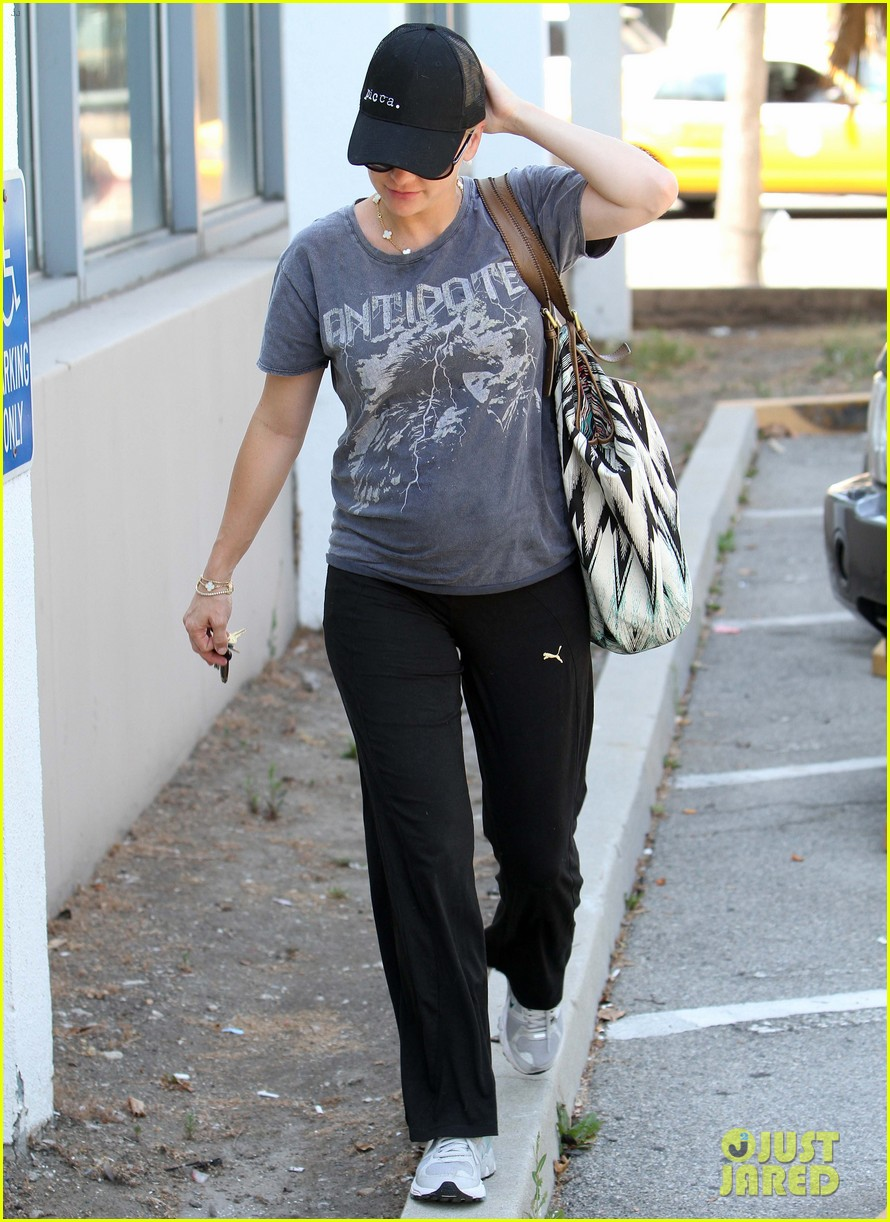 anna faris medical office visit 08