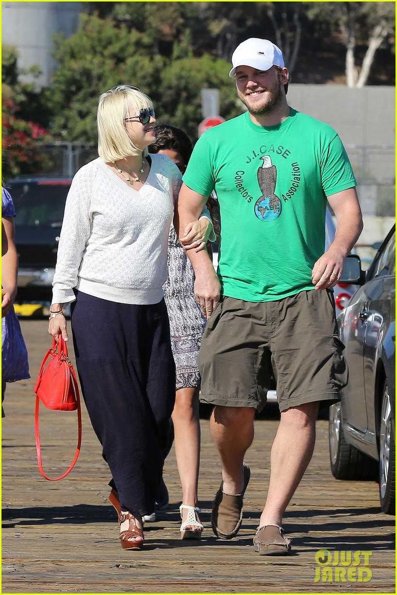 anna faris santa monica pier with chris pratt 21