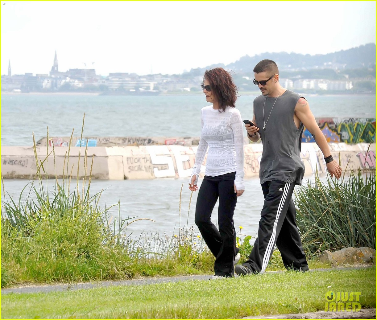 colin farrell morning stroll with sis claudine 032683825