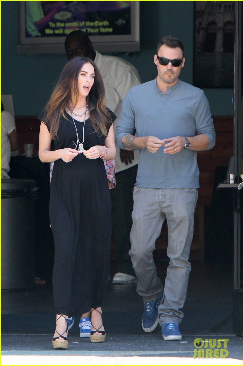 megan fox sunday mass baby bump 04