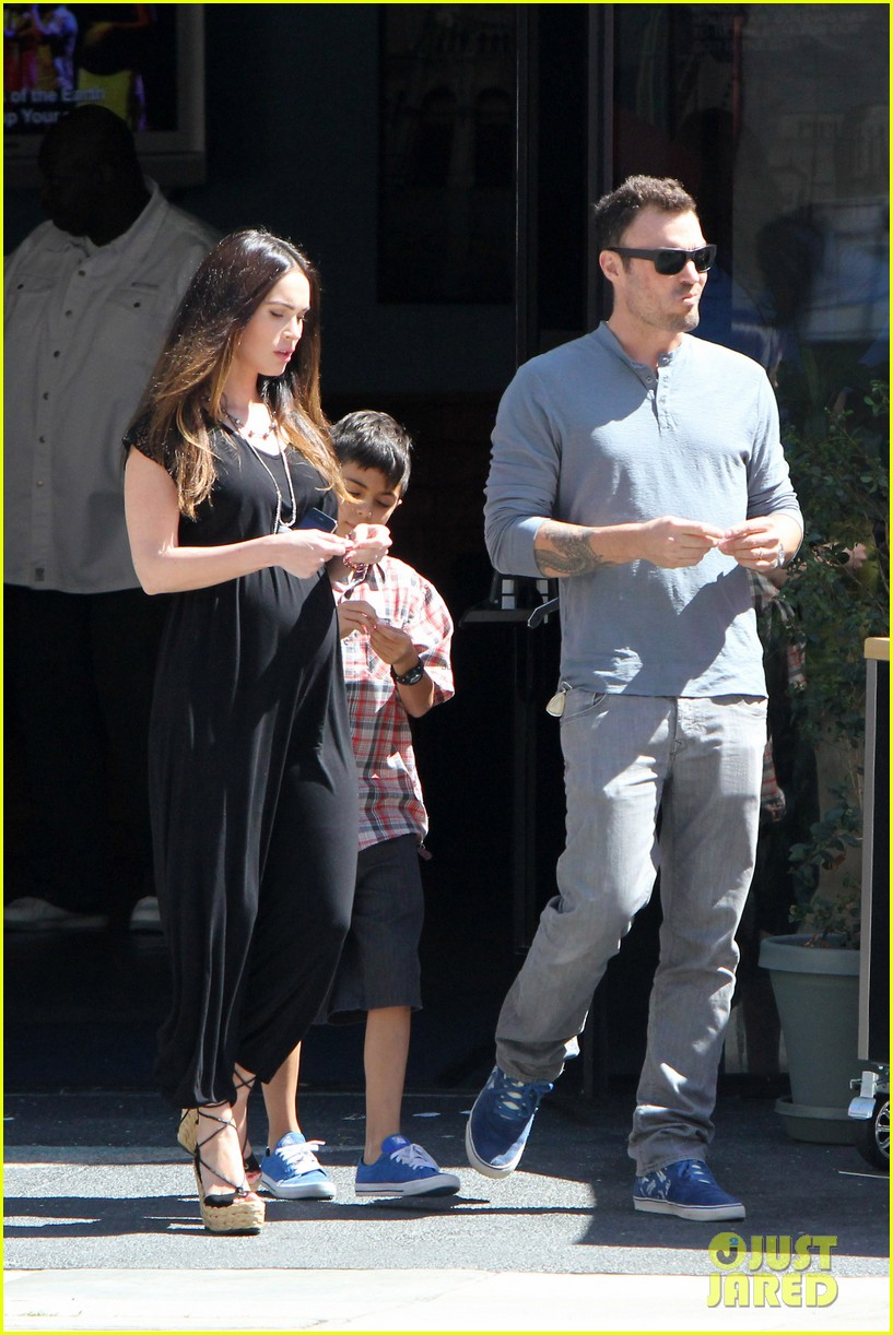 megan fox sunday mass baby bump 11