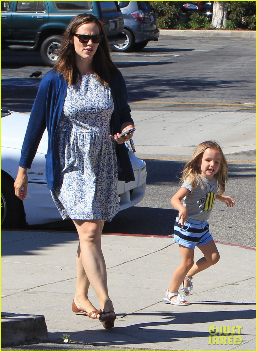 jennifer garner menchies with seraphina 062684811