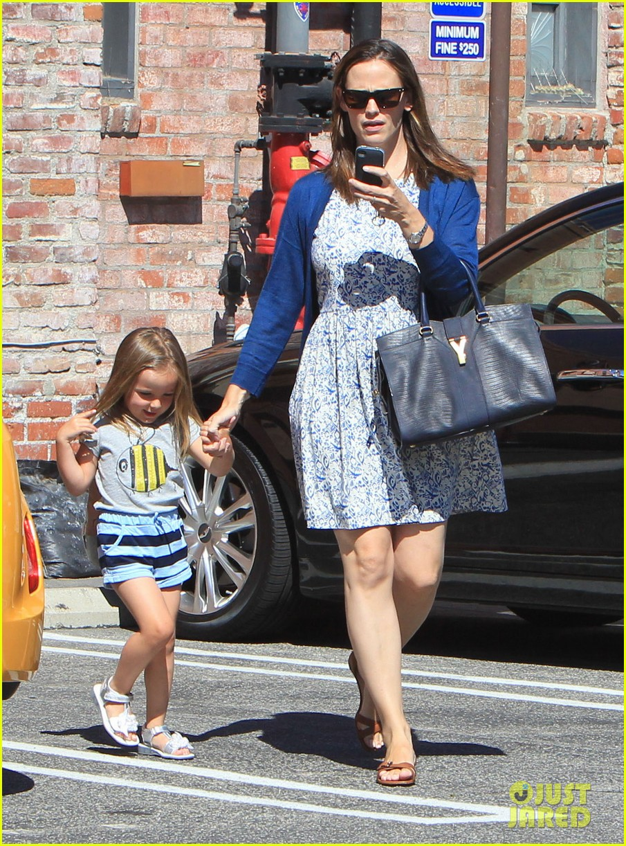 jennifer garner menchies with seraphina 092684814