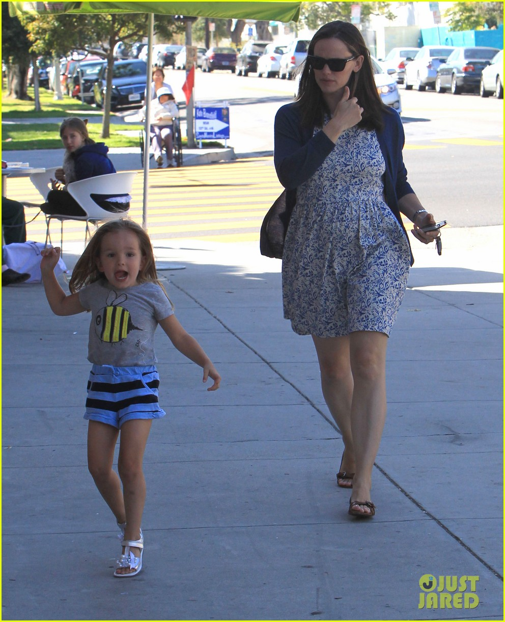 jennifer garner menchies with seraphina 102684815