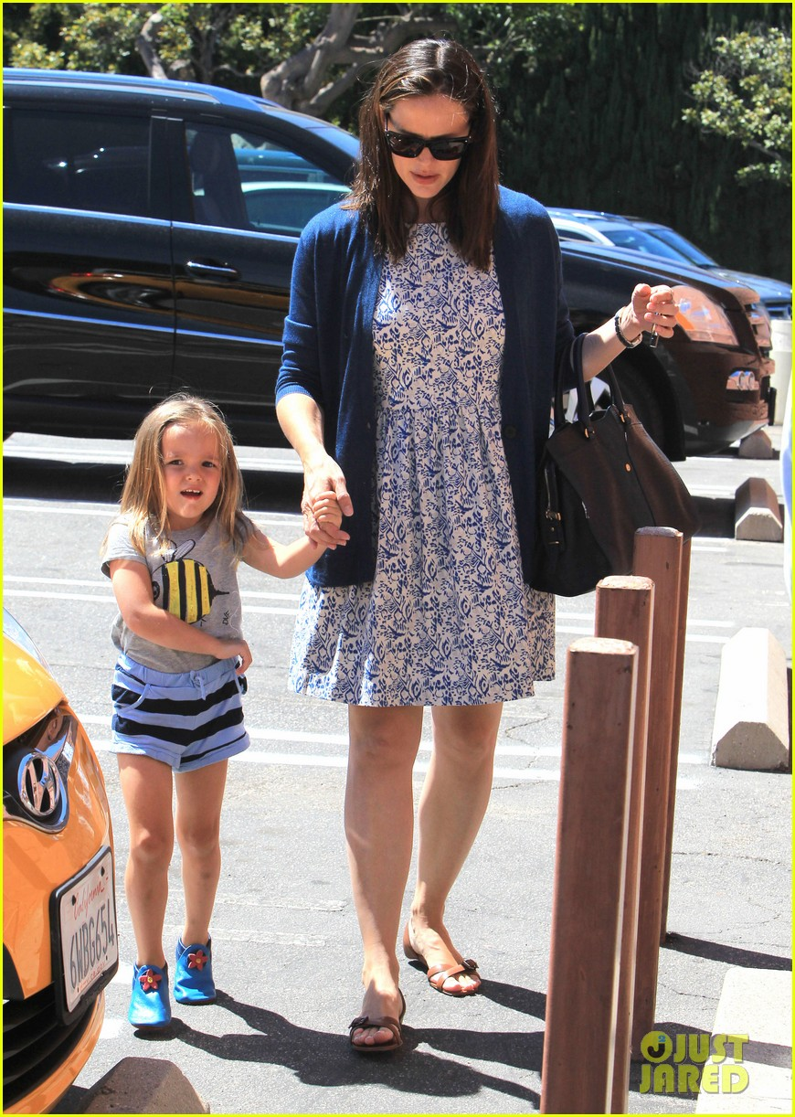 jennifer garner menchies with seraphina 192684824