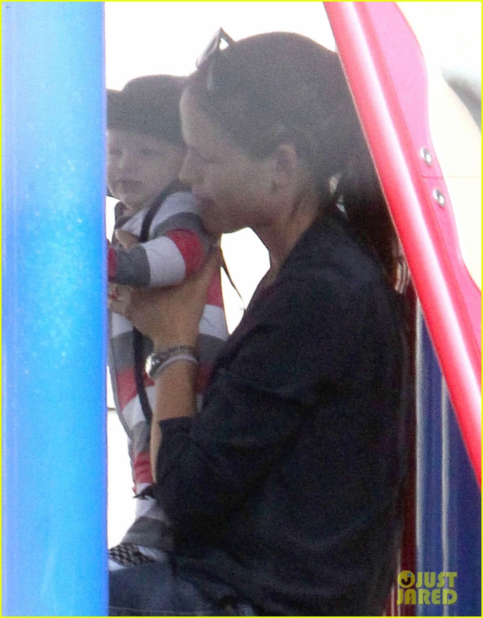 jennifer garner park playtime with samuel 06