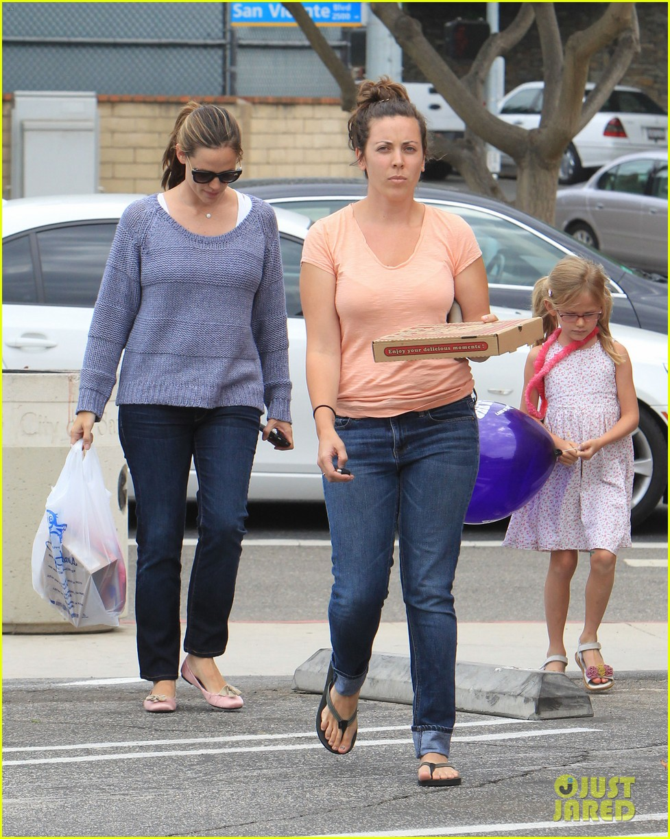 jennifer garner shoes with violet 11