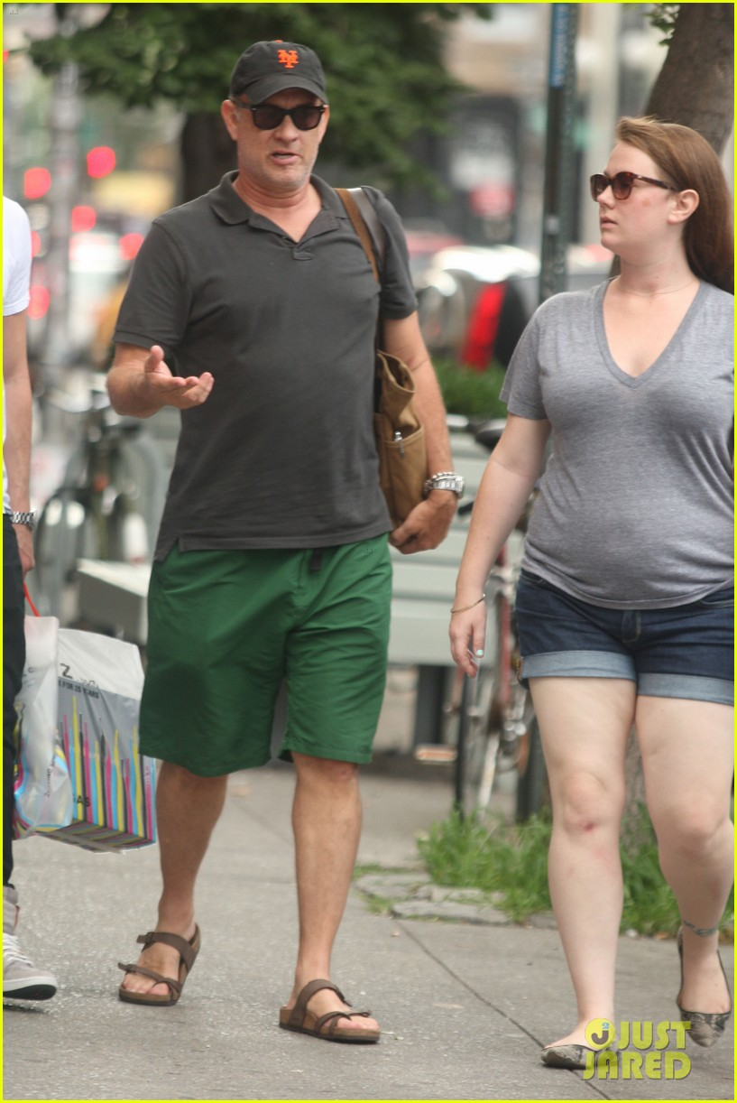 tom hanks out with chet and elizabeth 012693340