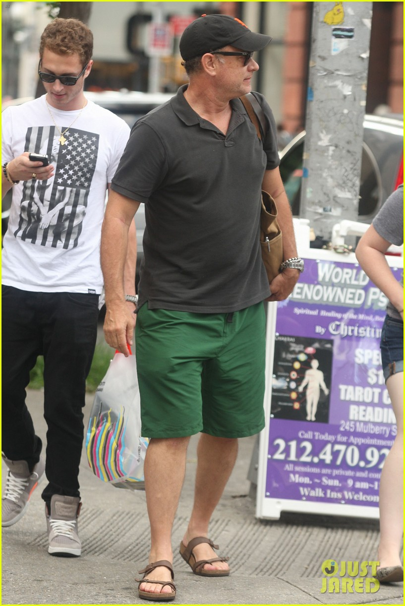 tom hanks out with chet and elizabeth 022693341