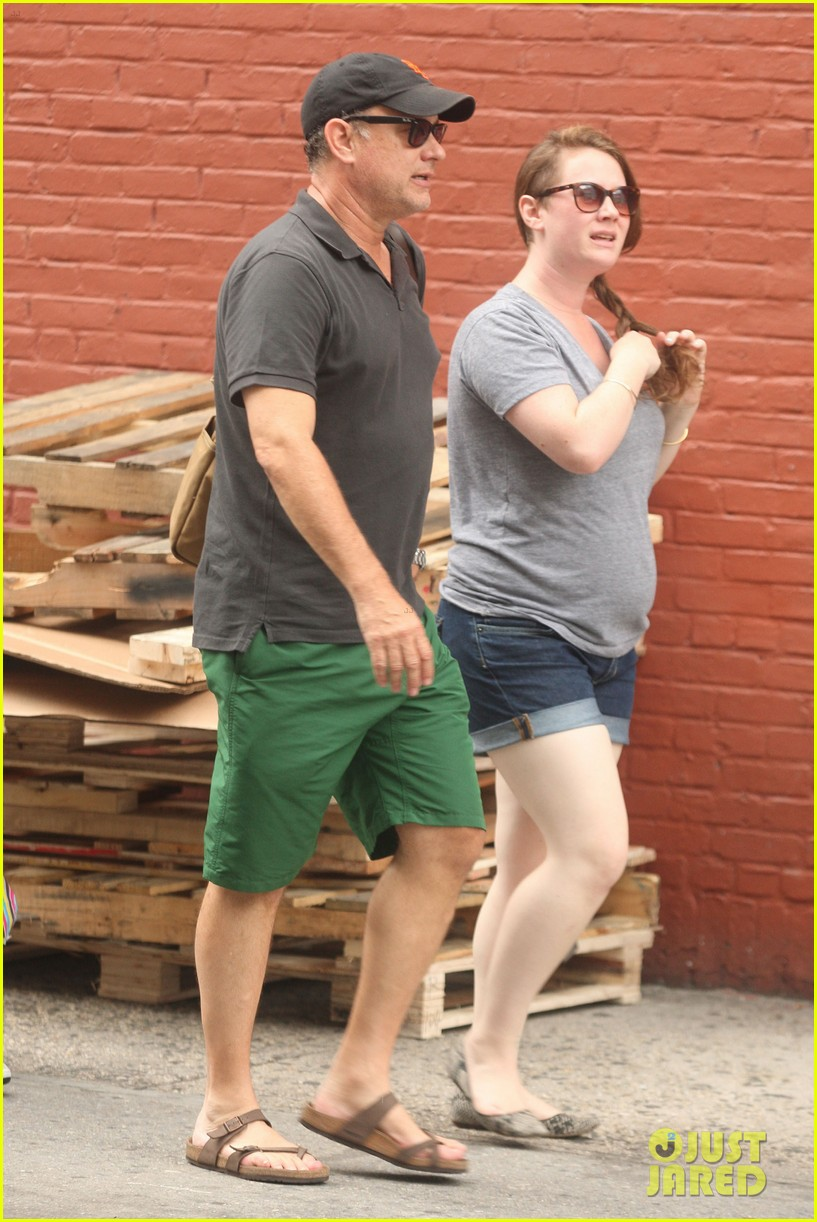 tom hanks out with chet and elizabeth 052693344