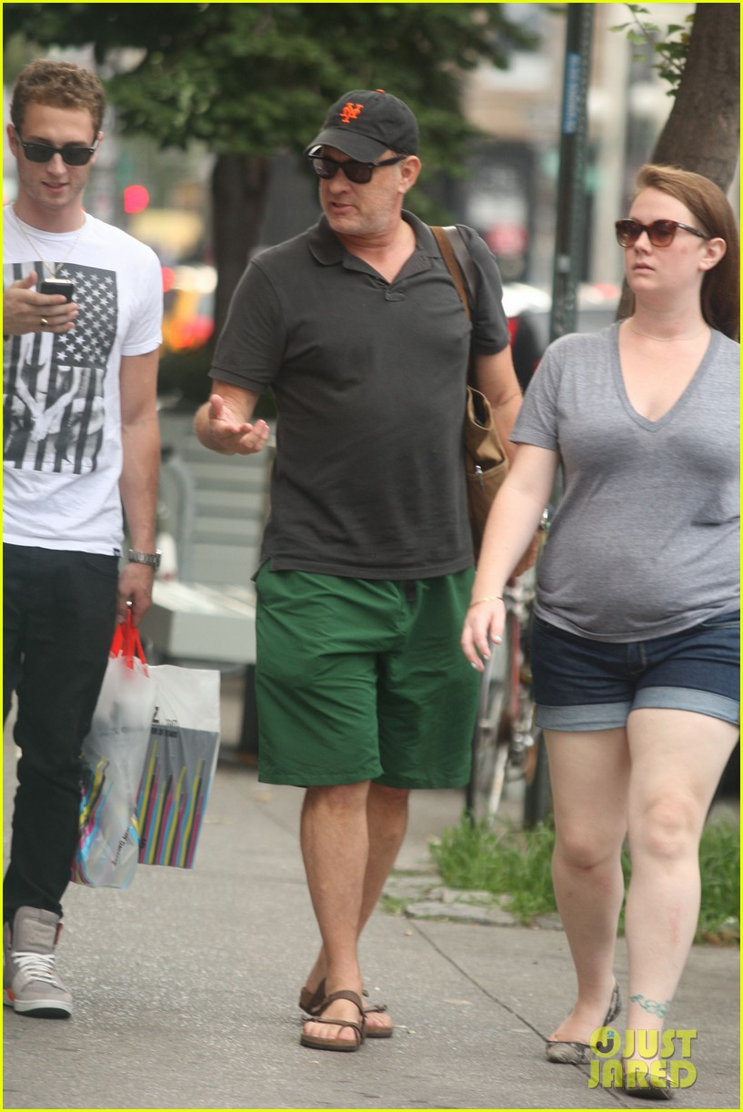 tom hanks out with chet and elizabeth 062693345