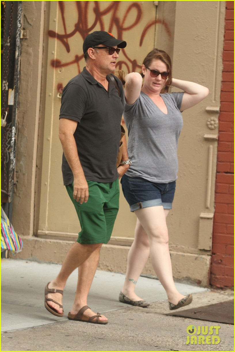 tom hanks out with chet and elizabeth 072693346