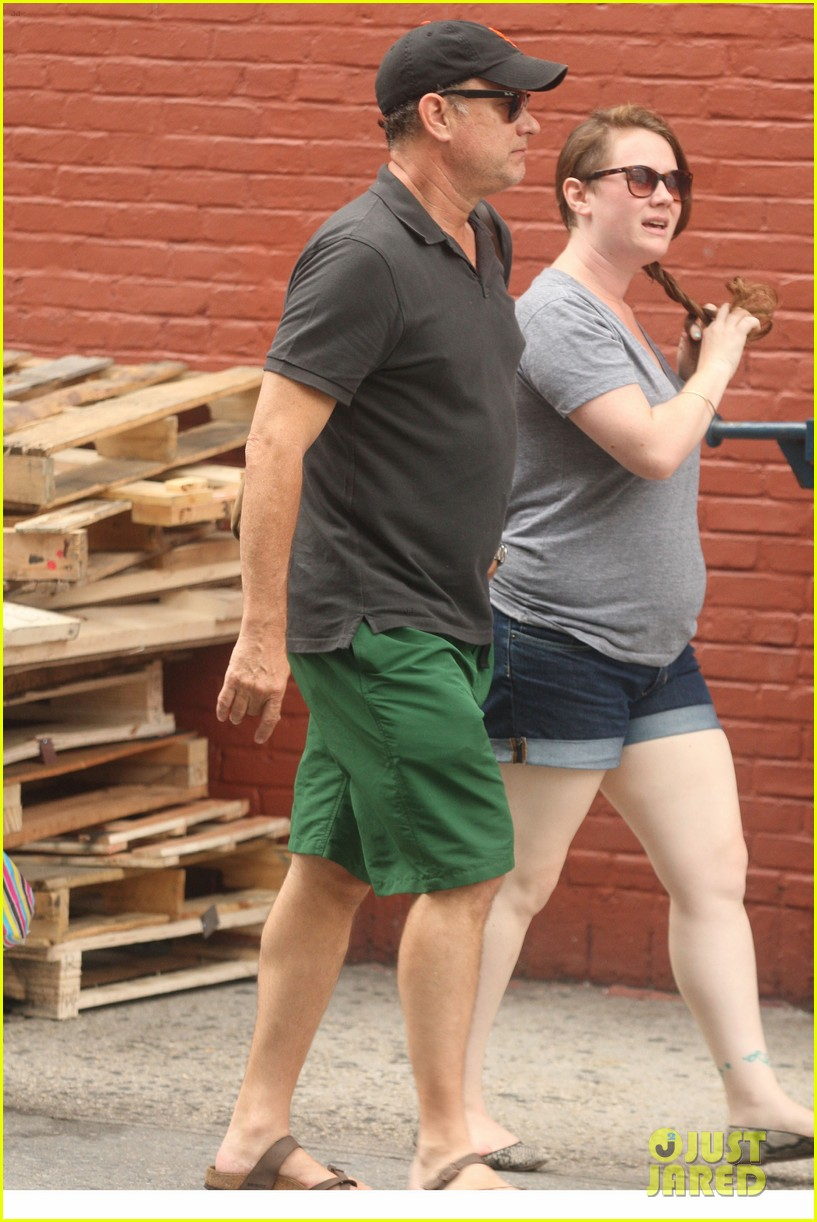 tom hanks out with chet and elizabeth 092693348