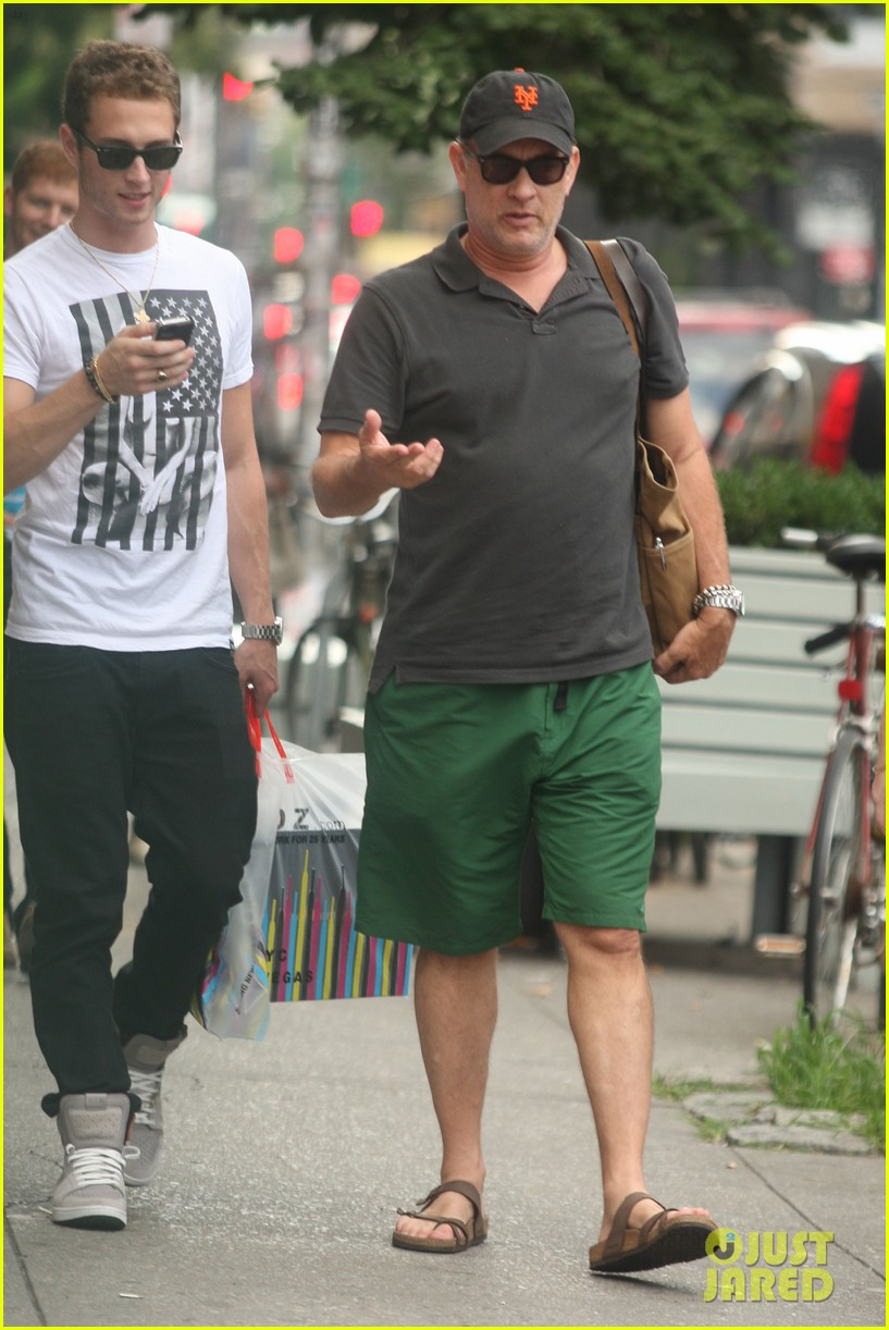 tom hanks out with chet and elizabeth 102693349